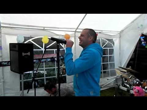 Dean Young singing dakota on karaoke