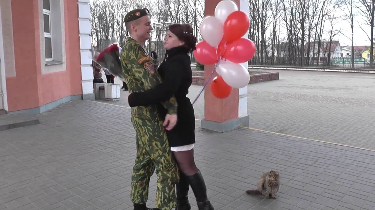 Девушка пришла из армии