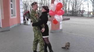 ДМБ!!! девушка встречает парня из армии на ЖД