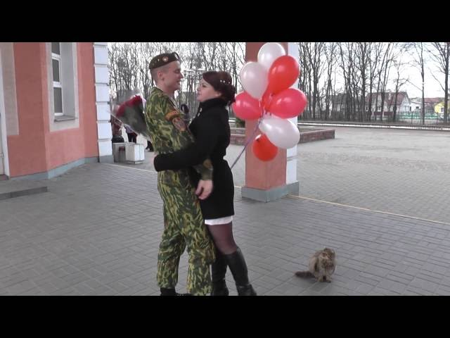 video-kak-devushka-vstrechaet-parnya-devushka-privyazana-golaya-video