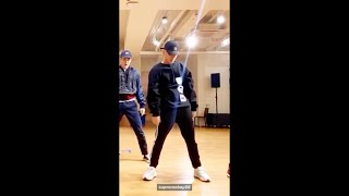 Gambar cover EXO 엑소 'Obsession' Dance Practice 백현 focus