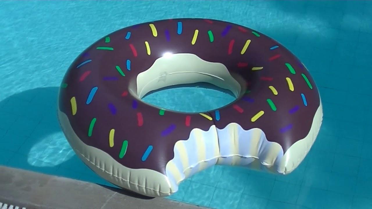 gro er xl aufblasbarer donut schoki swimmreifen mit biss im pool pool toy 110cm youtube. Black Bedroom Furniture Sets. Home Design Ideas