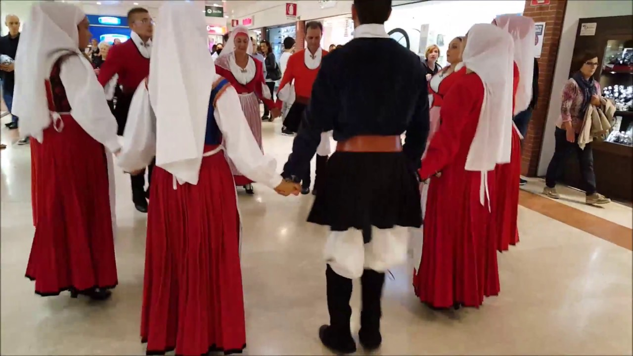 Sassari: Gruppo folk San Nicola di Sassari bis - YouTube