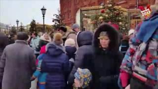 Гигантские очереди образовались на ледяную горку возле Кремля