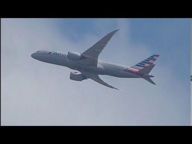 Boeing 787 Dreamliner entrant als núvols - Aeroport del Prat  - Maig 2017