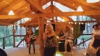 """Песня из фильма """"Бар """"Гадкий Койот"""" в исполнении Счастливой Леди"""