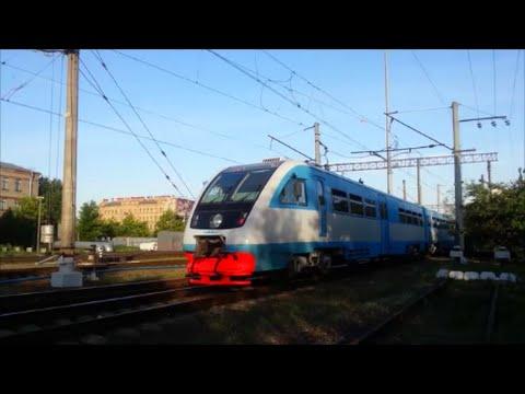 РА2-056 с поездом  №6691  Санкт-Петербург —  Новгород-Великий отправляется с  Витебского вокзала.