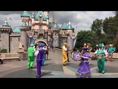 California Trip Part Two. Featuring Disneyland, Santa Monica and The Disneyland Hotel room tour