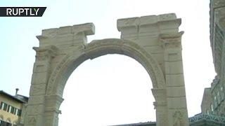 Копию уничтоженной боевиками ИГ Триумфальной арки Пальмиры представили во Флоренции