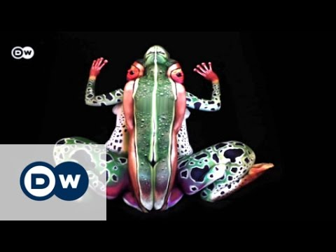 Die Kunst des Camouflage-Bodypaintings | Euromaxx