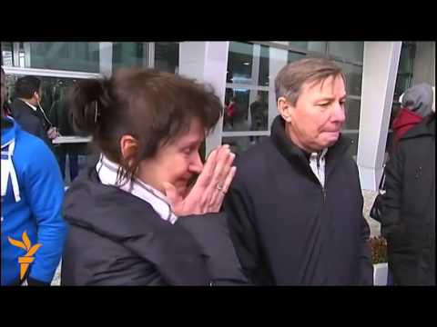 Родственники погибших в авиакатастрофе в аэропорту 'Пулково'
