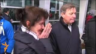 Родственники погибших в авиакатастрофе в аэропорту