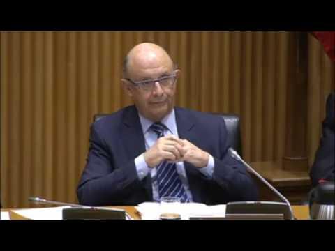 Alberto Garzón reprende a Montoro por la amnistía fiscal