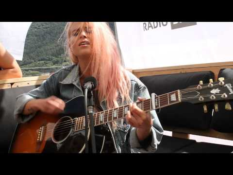 Kyla La Grange «Vampire Smile» - live im #srf3camp in Gampel