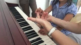 Первые уроки фортепиано для детей. First piano lessons for children