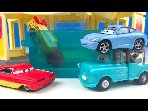 CAMBIO DE COLOR DE RAMONE - DISNEY PIXAR CARS - RAMONE'S COLOR CHANGE PLAYSET CON RAYO MCQUEEN