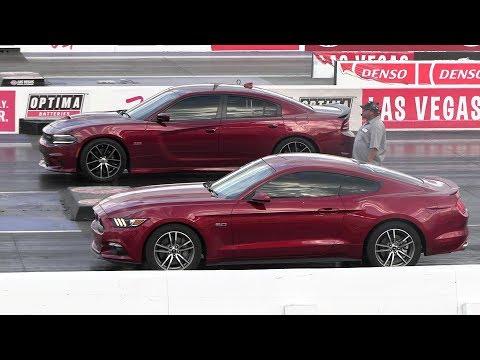 Mustang GT vs Dodge Charger Scat Pack 392 - drag race