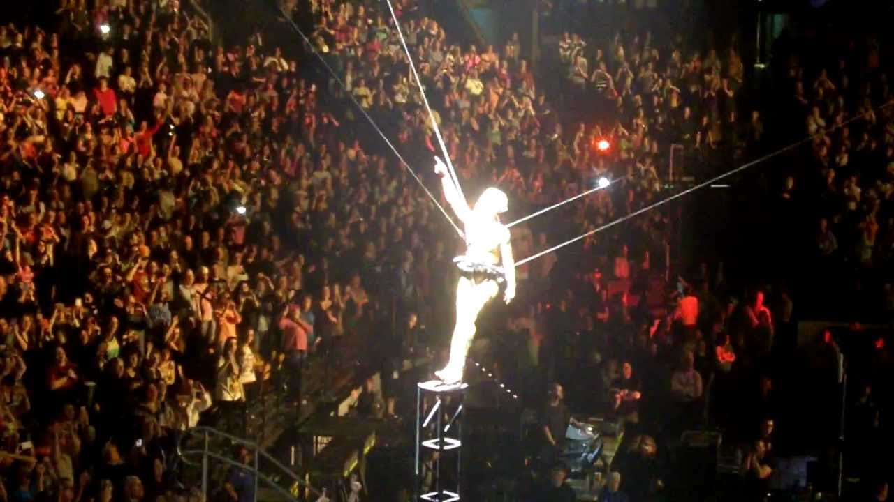 Pink @ TD Garden 2013 - So What - YouTube