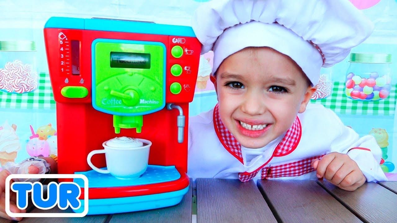 Vlad ve Nikita pişirme oyuncakları ile oynamak