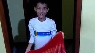 Pedro e Lilo fazendo mágica de desaparecer kkk