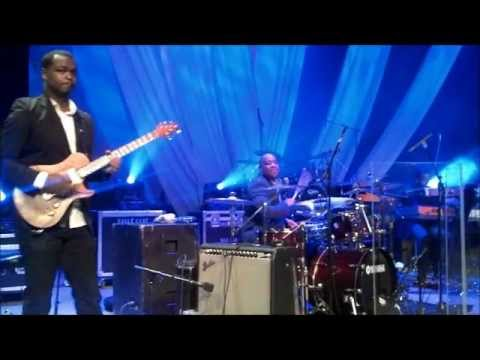 Fred Hammond in Toronto 2012 (Calvin Rodgers - Drums) 1