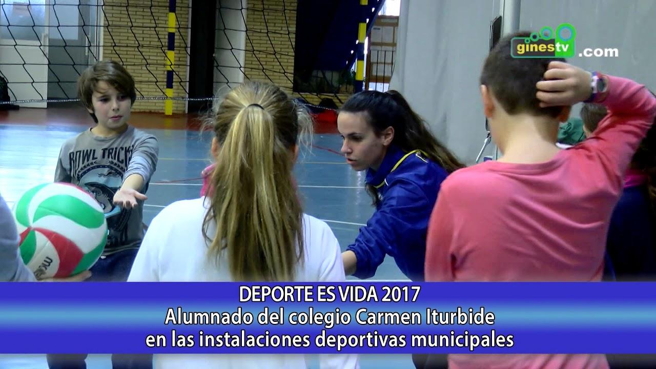 Alumnado del colegio Carmen Iturbide de Gines en las instalaciones deportivas municipales