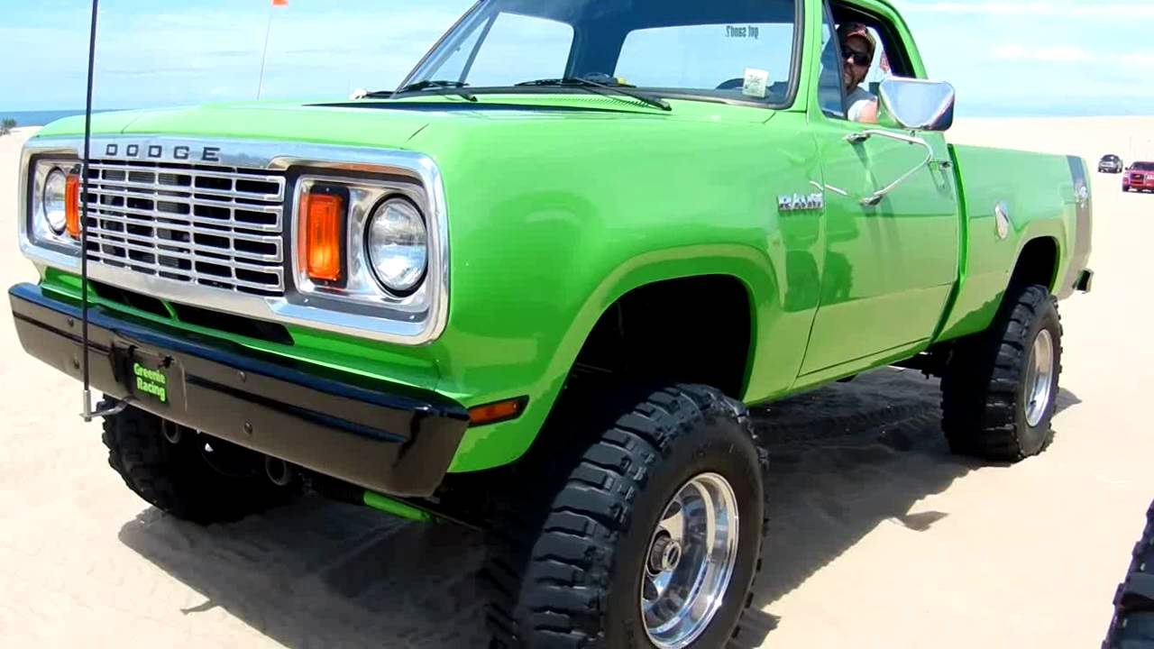 Green Dodge SuperBee truck @ Silver Lake 2011 - YouTube