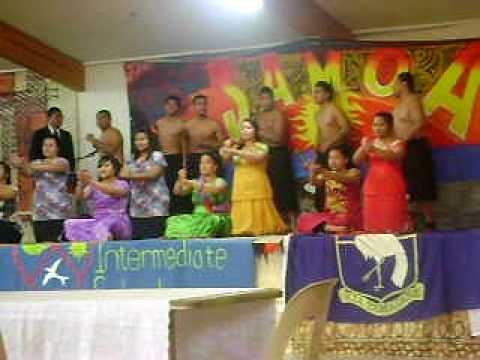 year 13 performing at malaeola 2010