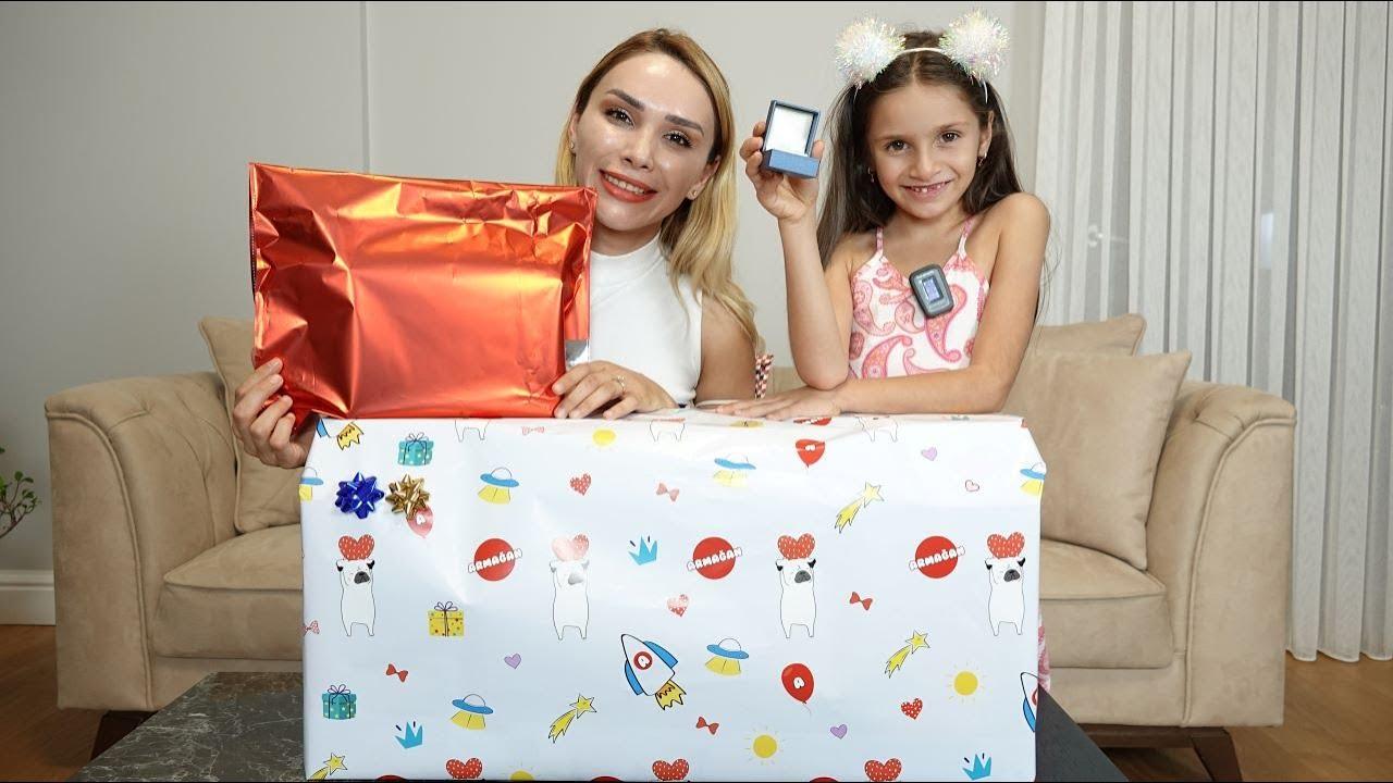 Download Lina'nın Kuzeni Emir'in Doğum Gününe Gidiyoruz ! Hediye Alışverişimiz