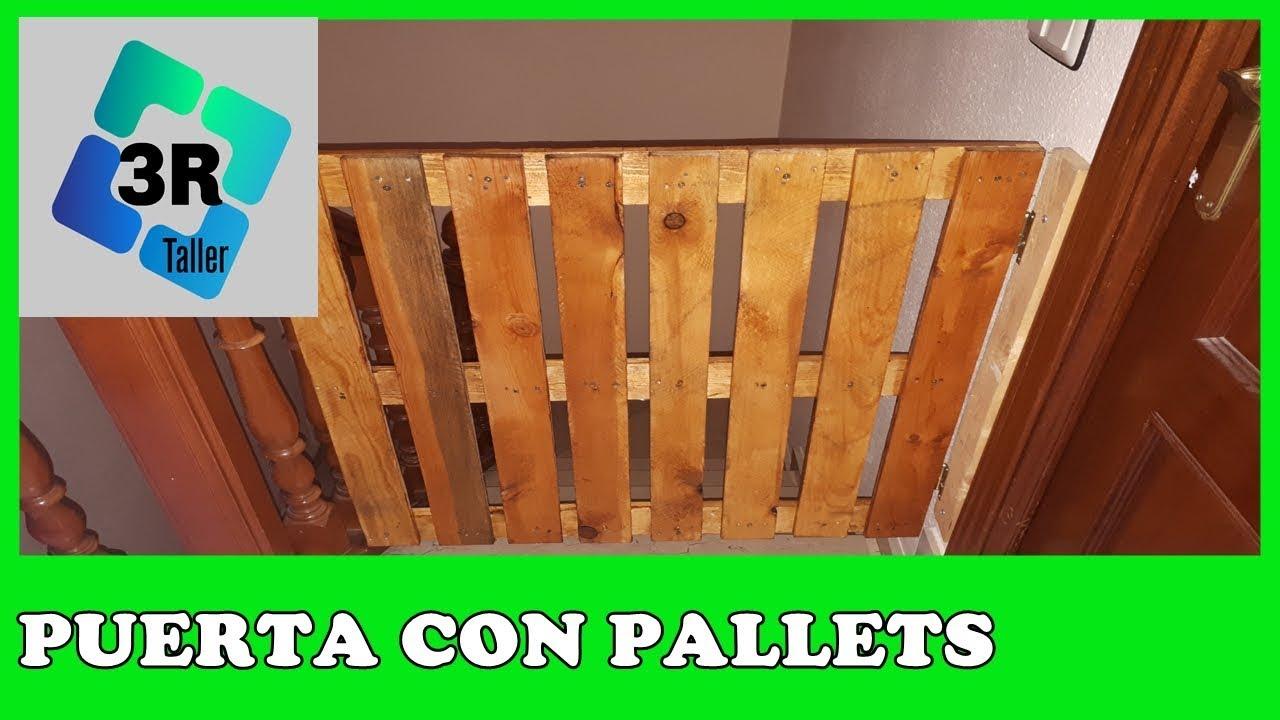 Ideas con palets puerta barrera para ni os y perros for Como reciclar puertas de madera