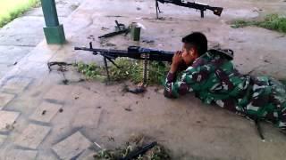 Heboh tentara nembak senapan meledak