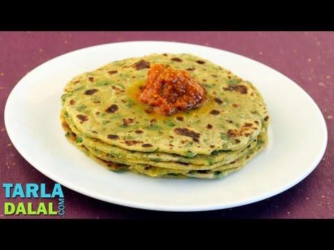 आलू पलक रोटी (Aloo Palak Roti) by Tarla Dalal