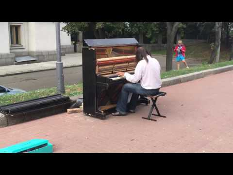 Pianist on street in Kyiv