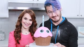FIVE NIGHTS AT FREDDYS GIANT CHICA'S CUPCAKE ft Markiplier - NERDY NUMMIES thumbnail