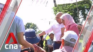 20 seniors get special tour of Istana