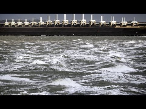 Machine creates world's largest wave at Deltares Research Institute