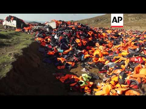 Greece - Clothes waste grows as more migrants arrive | Editor's Pick | 25 Jan 16