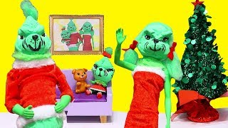LOL Families ! The Santa Family vs. The Grinch Family | SWTAD Playing with Toys and Dolls