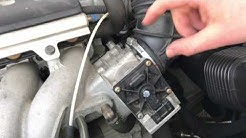 How to clean a throttle body valve Volvo V70 clean throttle build-in with throttle valve cleaner DIY