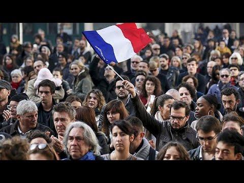 Schweigeminute für Opfer der Anschläge von Paris