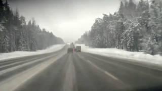 Авария на зимней трассе! Джип разбился об фуру!