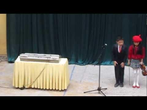Trung Vuong 3H2012 Sinh Hoat Duoi Co 2/5 - Jingle Bells (Thu va An hoa tau).MOV