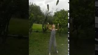 Гимнастка - жонглер