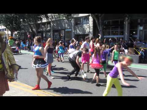 Seattle's Fremont Fair & Solstice Parade / CIRCUS TIME