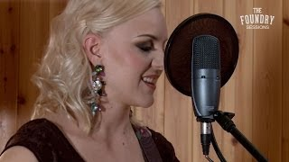 Easy Like Sunday Morning (Cover) - Philippa Hanna Featuring SHURE Microphones