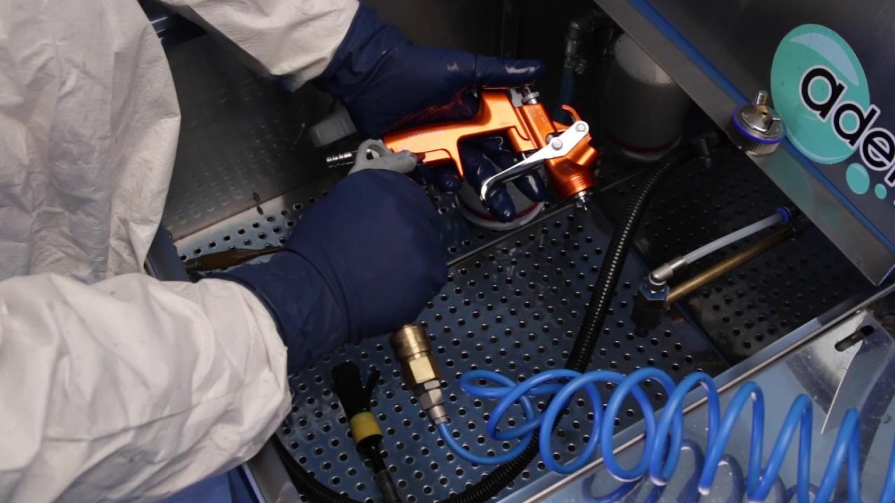 nettoyage d 39 un pistolet de peinture dans un laveur de pistolets adewash s youtube. Black Bedroom Furniture Sets. Home Design Ideas