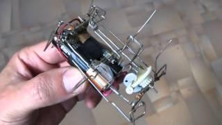 Робот таракашка из скрепок