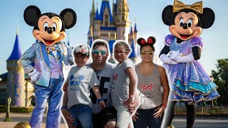 Meeting Minnie Mouse, Goofy, Donald Duck, Buzz Lightyear & More | Disney with fun kids rides!!