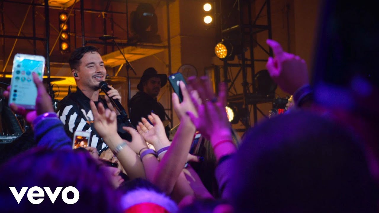 Download J Balvin - Sola (Live at The Year In Vevo)
