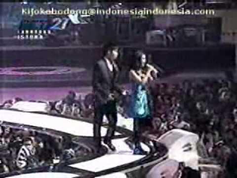 Sherina feat gita gutawa - Pergilah kau, live ulang tahun RCTI 21